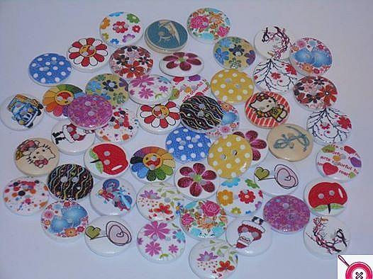 Lot mixé de 50 boutons en bois diamètre 1.5 cm - Annonce couture et mercerie - PartoutATiss