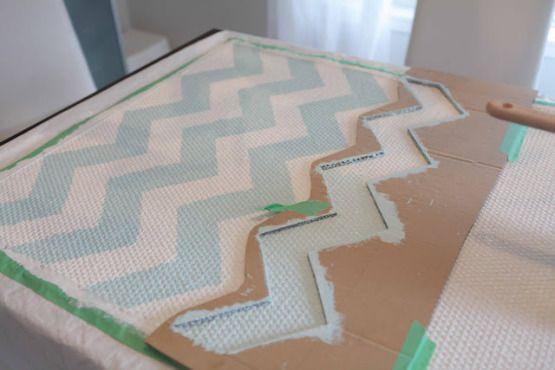 reciclar alfombras con pintura reciclaje diy alfombras pintar alfombras en casa diy bricolaje deco dibujo chevron alfombras decoración salon...