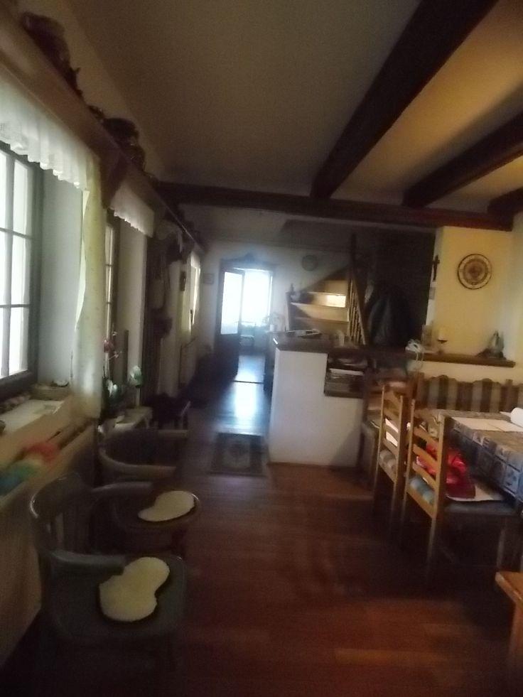 Haus im Barockstil zu verkaufen in Stadt Győr! Einzigartigen Stil, einzigartige Atmosphäre in Stadt Győr ! In Bezirk Gyirmót liegt diese 234 m²große, zweistöckige Immobilie, mit 7 Zimmer, Esszimmer, Küche und 3 Badezimmer, in  ein echtes Bauernbarock gebaut in Jahr 1995, mit zentral Gasheizung Holz-Fenster. Zum Haus gehört 2700 qm Grundstück, eine 40 qm große Keller und eine 73 qm große gedeckte Terrasse  Es gibt die Erweiterungsmöglichkeiten: das Dachboden ist baufähig (+96 qm )…