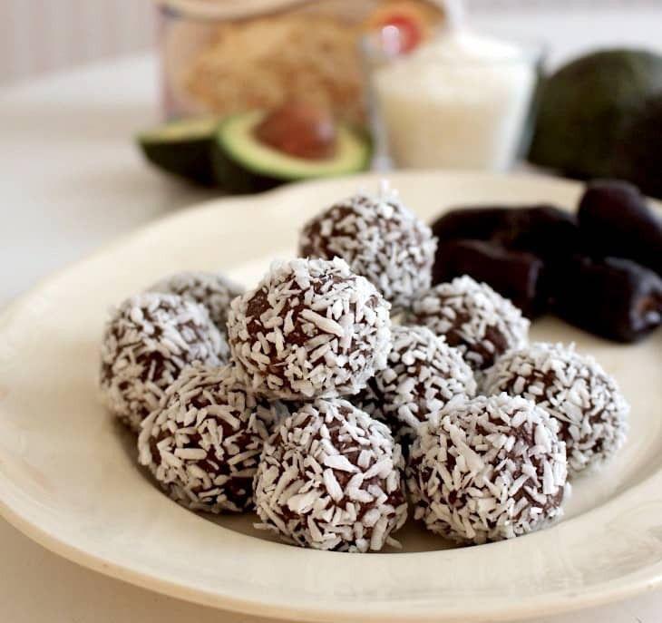 Ett nyttigare alternativ till traditionella chokladbollar, gjorda på ren havre och utan smör och sockerCa 20 st små.