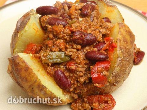 Chilli con carne s kuskusom -  Paradajkovú šťavu rozohrejeme a nalejeme na kuskus, ktorý sme si vysypali do misky. Necháme ho približne 20...