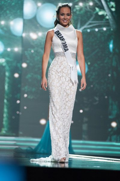Miss Oklahoma USA 2017, Alex Smith, looked stunning at the Miss USA 2017 preliminary competition in Las Vegas, Nevada.  The Color  I've said it before and I'll say it again, white is a difficult color to pull off, but Alex rocked this white gown as it popped against her dark brown hair.  The bottom of the gown presents an ivory and lace floral design, contrasting well against the stark white top.