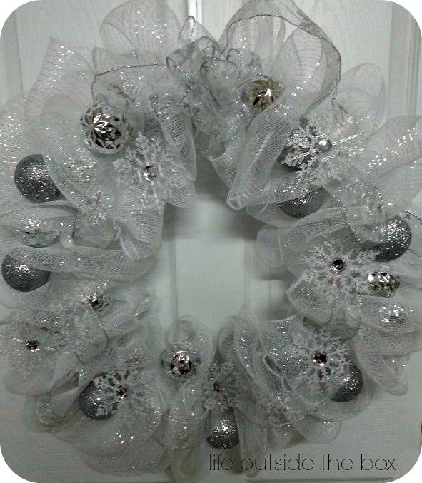 Christmas deco mesh wreath with tutorial!