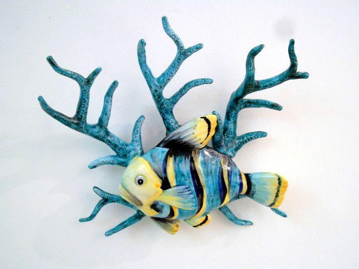 Applique con corallo e pesce azzurro