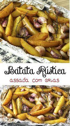 BATATA RÚSTICA -- Batatas assadas com ervas que dão um sabor especial e se transformam um ótimo acompanhamento para carnes, aves e peixes ou aperitivo | temperando.com #receitas #receitafacil #acompanhamento