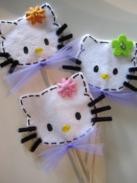These inspire me to make felt hair clips for party favors.