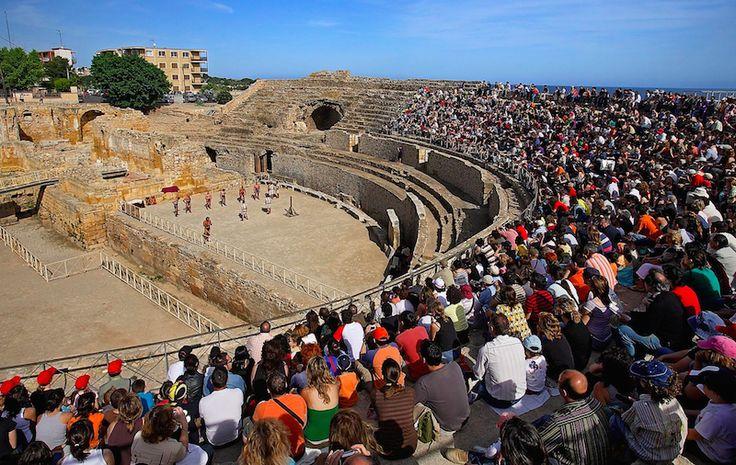 Амфитеатр в городке Таррагона на побережье Коста-Дорада на канале http://www.youtube.com/watch?v=4-PyRMHkliw