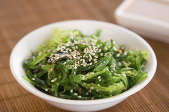 Come preparare un'insalata di alghe