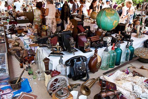 Барахолка возле Преображенского рынка
