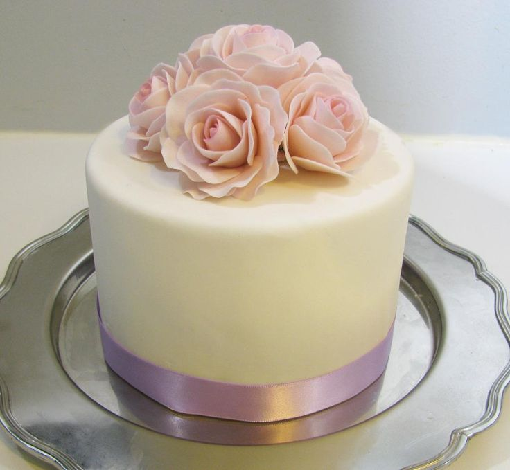 Pale Pink Sugar Rose Cake project on Craftsy.com