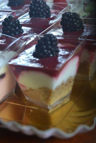 Bicchierini di cheesecake ai frutti di bosco