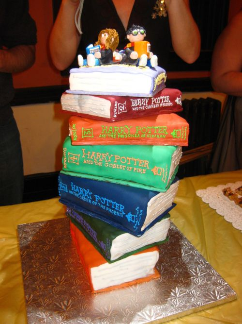All 7 Harry Potter Books in cake form