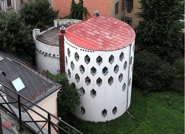 Дом архитектора К.Мельникова. 1927-1929. Москва, Кривоарбатский переулок, 10