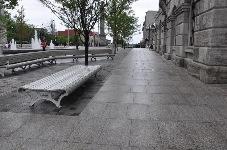 Nous avons participé au projet de réaménagement de la Place Vauquelin au Vieux-Port de Montréal. #accessibilité #DesignUniversel