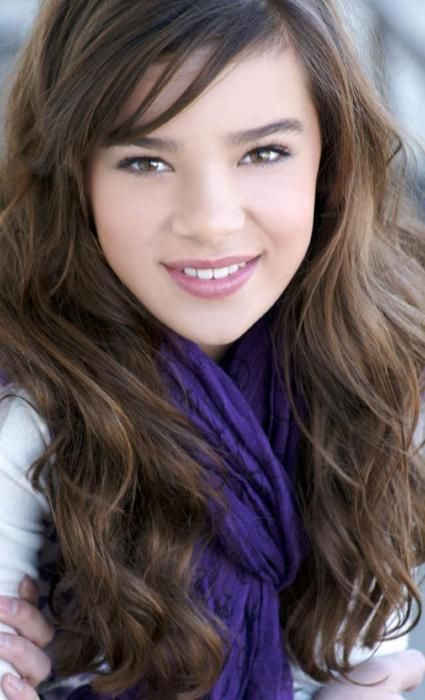 hailee steinfeld. you are so cute. and such a good actor. you have lovely hair and you act your age. well done sweetheart.