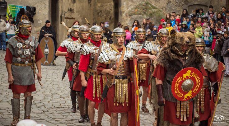 #AlbaIulia http://alba24.ro/foto-legiunea-a-xiii-a-gemina-de-la-apulum-a-facut-spectacol-la-sighisoara-din-mai-ii-vom-vedea-in-fiecare-vineri-la-alba-iulia-292586.html