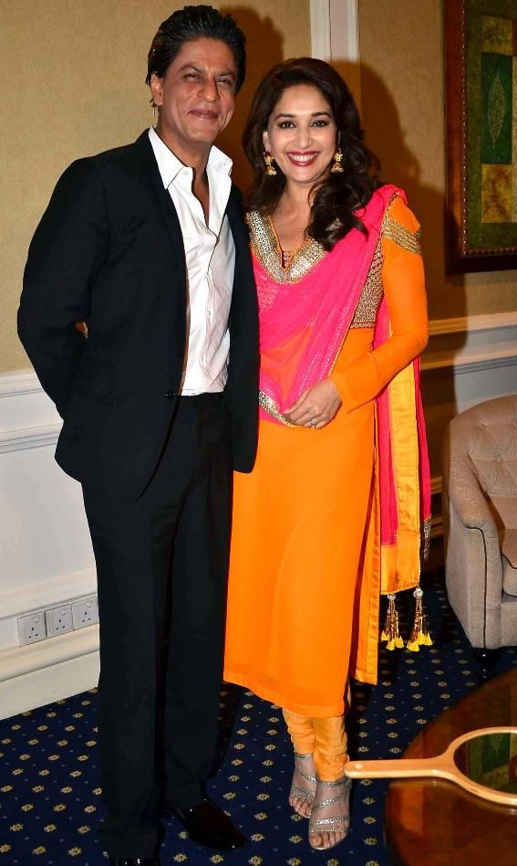 Beautiful Madhuri Dixit in Traditional Look with Shahrukh Khan Cool Images