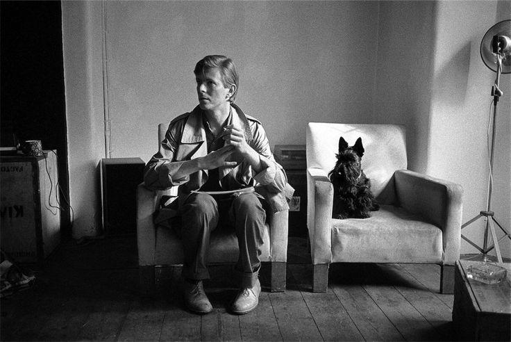 Brian Duffy, il fotografo, e David Bowie, il performer oramai affermato alla ricerca di immagini sempre più sofisticate capaci di incanalare le nuove