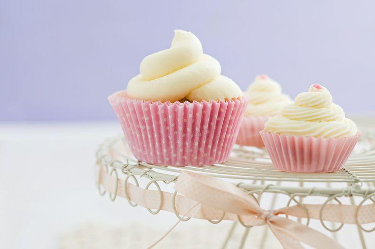 Vanilla Cupcakes with Vanilla Frosting #cupcakes #cupcakeideas #cupcakerecipes #food #yummy #sweet #delicious #cupcake