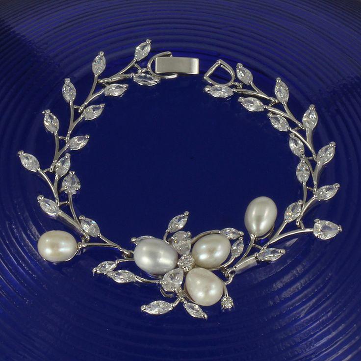 Freshwater pearl and cubic zirconia bracelet - Julietta