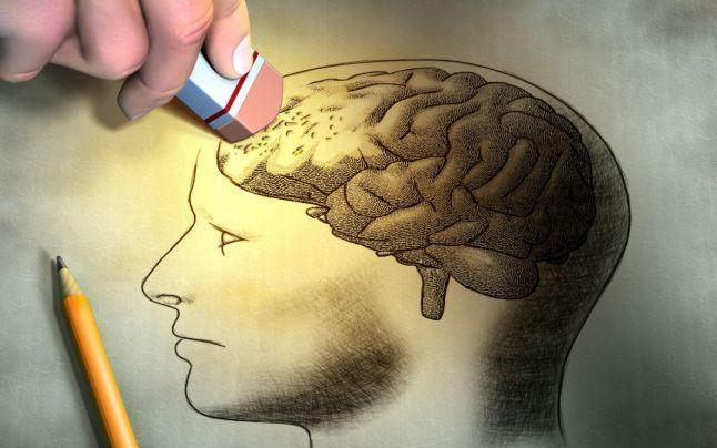 Accesul la informaţie a devenit şi mai rapid după apariţia telefoanelor inteligente, însă dincolo de aspectul util se ascunde un pericol real, chiar dacă nu-l conştientizăm. Suntem afectaţi de amnezie digitală, care acţionează negativ asupra memoriei de lungă durată. Mai grav, această memorie lenevită de tehnologie predispune la instalarea timpurie a bolilor degenerative, atenţionează psihologul Keren Rosner.