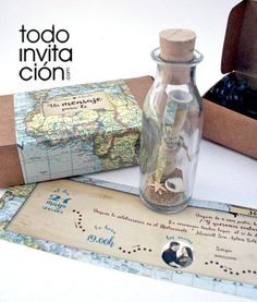 Invitación de boda original MENSAJE EN BOTELLA con conchas de mar. Vuestro texto en el interior como si del mapa del tesoro se tratara y presentado una cajita de kraft personalizada.