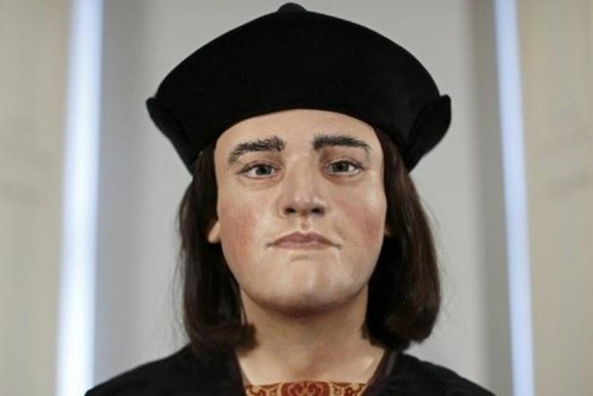Londres - O rei Ricardo III, cujo esqueleto foi encontrado recentemente sob um estacionamento no centro da Inglaterra, 500 anos após sua morte, recebeu um rosto, muito mais agradável do que Shakespeare tinha imaginado, graças à técnica de reconstrução facial.