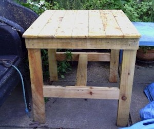 How to Make a Palettes Table for your Patio