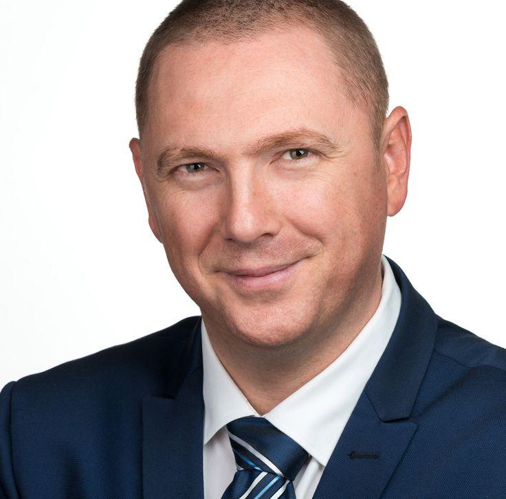 Bogdan Tămaș - Economist - headshot, business portrait.
