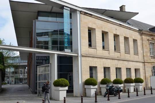 Bibliothèque Georges Pompidou / BMVR Châlons en champagne / 2001 / 6 571m² / Architectes : Paul Chemetov et Borja Huidobro
