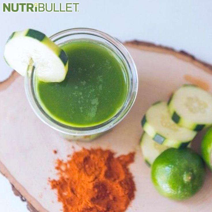 Ten NutriBlast jest bogaty w składniki odżywcze, które są idealne do podtrzymywania zdrowia :) Dodanie pieprzu cayenne skutkuję zwiększeniem przemiany materii, dzięki czemu ten napój staje się idealny do kontroli wagi oraz wspierania naturalnej detoksykacji ;)  Składniki:  - 1 szklanka szpinaku - ¼ ogórka - Sok z ½ cytryny - Sok z ½ limonki - ½ łyżeczki pieprzu cayenne - ½ selera naciowego - 1 szczypta soli morskiej - 1 szklanka wody kokosowej #nutribullet #nutriklub #power