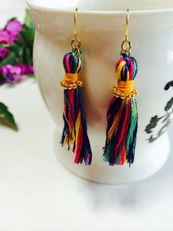 刺繍糸で作ったタッセルピアスです全長約4.5センチこれからの季節にいかがですかー??♡|ハンドメイド、手作り、手仕事品の通販・販売・購入ならCreema。