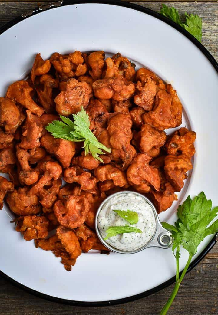 These Vegan Buffalo Cauliflower Wings Are Amazing Soft Crispy And Spicy All At Once Healthy In 2020 With Images Cauliflower Wings Vegan Buffalo Cauliflower Healthy Main Meals