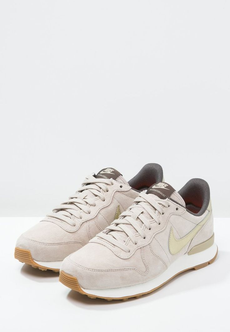 Nike Sportswear INTERNATIONALIST PREMIUM - Sneakers laag - string/metallic gold grain/dark storm - Zalando.nl