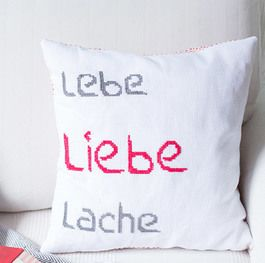 DIY-Anleitung: Kissen mit Typo im Kreuzstich besticken via DaWanda.com