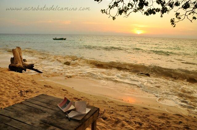 Cómo llegar a Playa Blanca, en la Isla Barú, Cartagena. Información y precios de camping y cabañas en una de las mejores playas del Caribe colombiano.