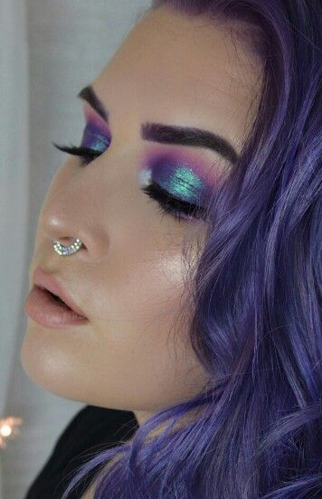 #16 - Sticking to the colour theme of iridescence and petrol finishes. This eye makeup gave me a starting point into designing my face chart designs.