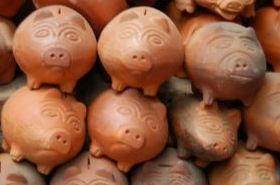 Ceramic piggy banks from Ráquira. Totally forgot I had one of these when I was little