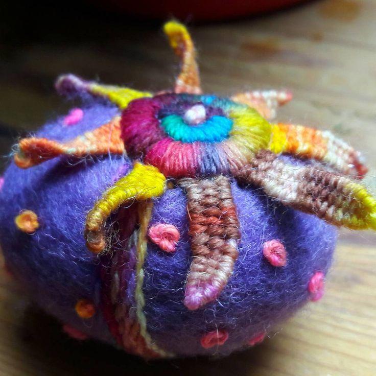 Etwas anderes ausprobiert #easter #ostern #embroidery #felt #filzen #filc #felting #wetfelting #filcowanie #felteggs