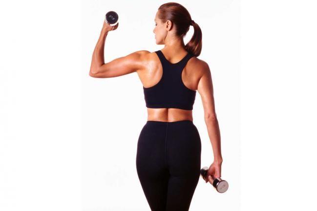 A nadie le gusta tener los brazos sin tono muscular, sin forma... probablemente muchos piensen que son los hombres los que más se preocupan por tener brazos fuertes, pero cada vez más mujeres buscan tener brazos bien tonificados. Entonces ¿quieres 5 ejercicios para evitar la flacidez en los brazos?Trabajar bíceps