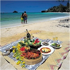 Romantic Picnic Ideas, Romantic Picnic, Couple Beach Picnic, Romantic Picnic Basket Wine Hotel