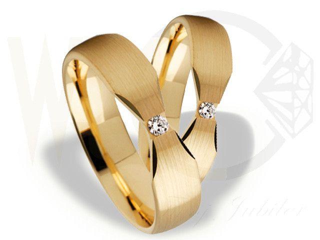 Obrączki ślubne z żółtego złota z diamentem/ Wedding ringd made from yellow gold with diamonds/ 3 075 PLN #rings #gold #diamonds #wedding