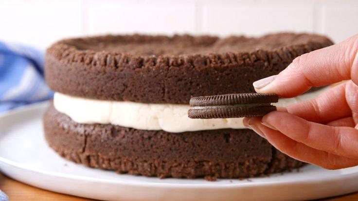 Dieser riesige Oreo-Kuchen schmeckt genauso wie Amerikas Lieblings-Sandwich-Keks   – Cookies,cakes, pies, cupcakes & Breads etc….
