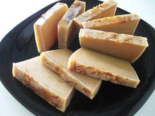 Cosmética Natural Casera: COMO HACER JABONES CASEROS (PROCESO EN FRIO) Genial para calcular a mano la cantidad de sosa dependiendo de los distintos aceites.