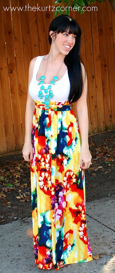 We LOVE this DIY Maxi Dress just in time for spring from The Kurtz Corner!