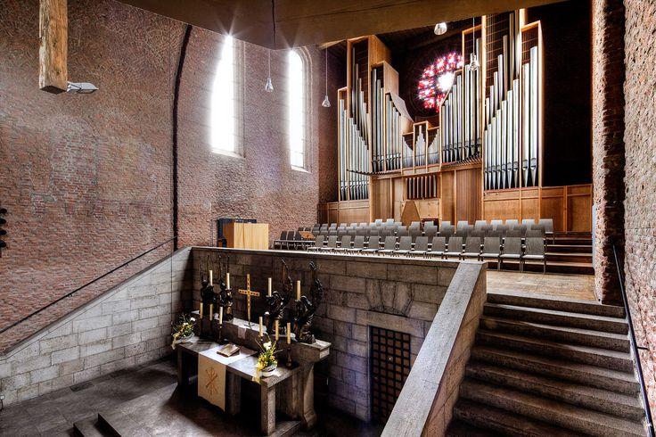 """Gustav-Adolf-Gedächniskirche. Ein Raum des Miteinanders und der Wärme, der Stille und des Gesprächs. Das ist, was die Gemeinde der Gustav-Adolf-Gedächtniskirche mit dem Projekt """"Vesperkirche"""" geschaffen hat."""