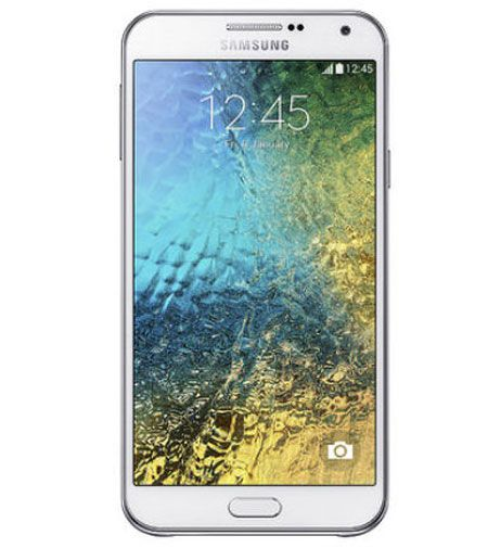 Features 3G, 5.5″ Super AMOLED capacitive touchscreen, 13 MP camera. http://www.ispyprice.com/mobiles/4128-samsung-galaxy-e7-price-list-india/