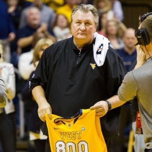 College basketball: West Virginia's Bob Huggins becomes 10th member of 800-win club