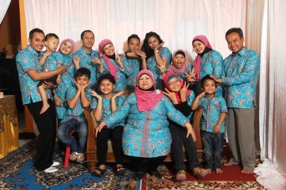 Model Baju Couple Keluarga Untuk Acara Pernikahan