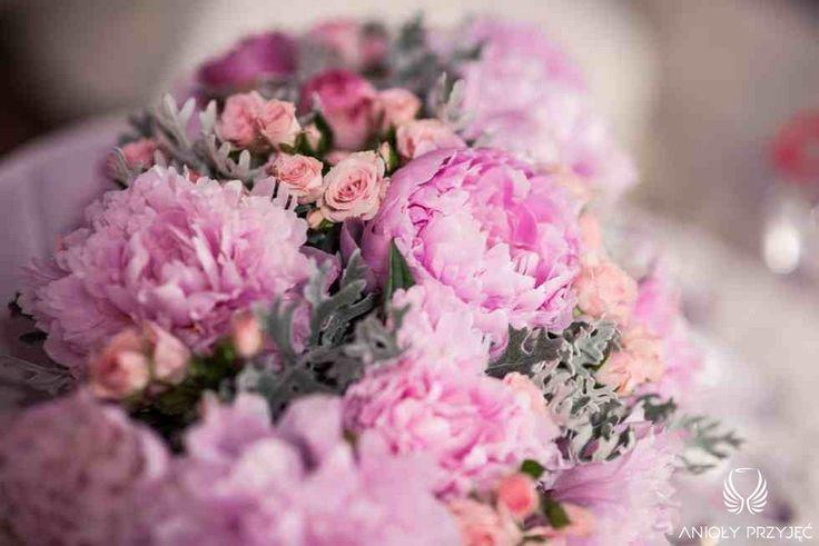 9. Fuchsia Wedding,Centerpiece,Pink peonies roses / Wesele fuksjowe,Dekoracja stołu,Różowe piwonie róże,Anioły Przyjęć